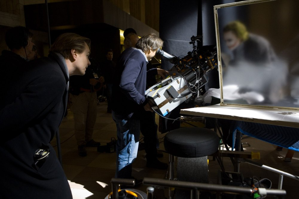 The-Joker-Behind-Scenes-the-dark-knight-9423065-2560-1707