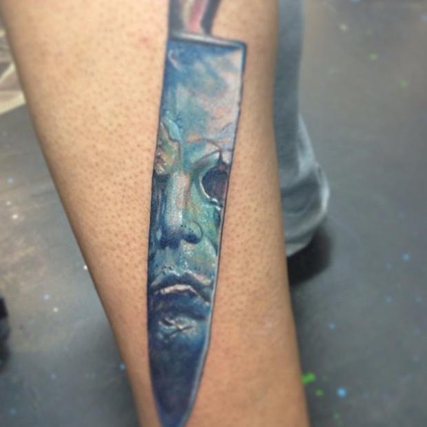 michael-meyers-halloween-knife-tattoo