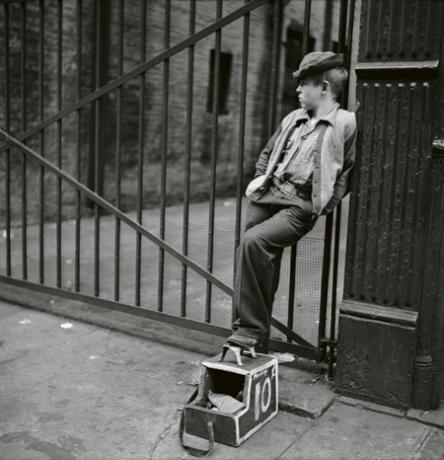 stanley-kubrick-shoeshine-boy