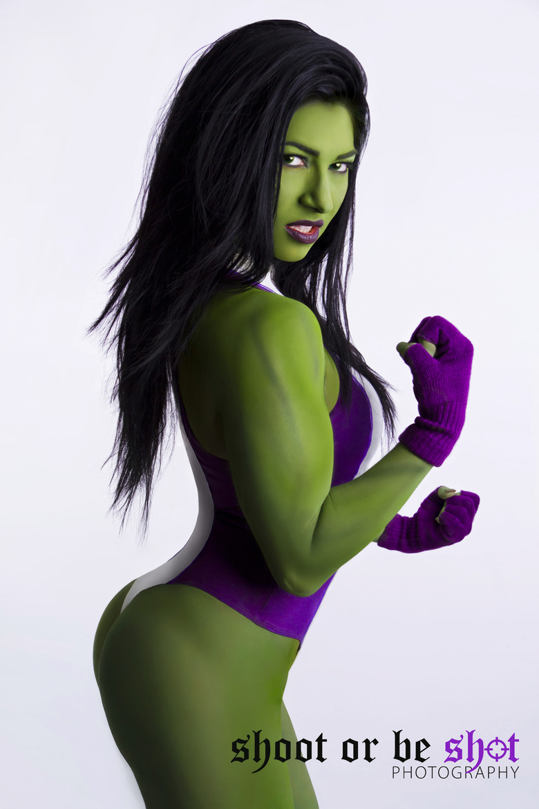 Emily-Adams-She-Hulk-Cosplay