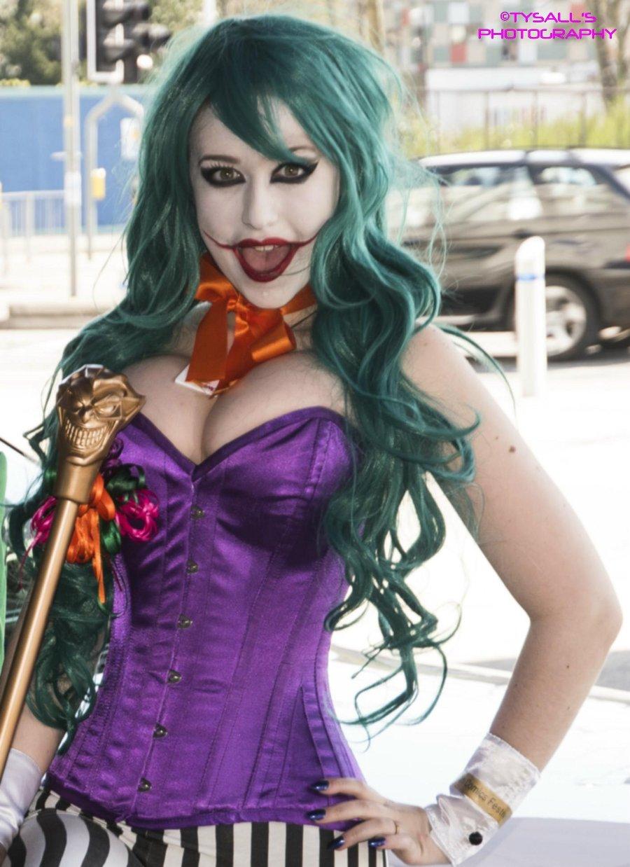 013-Cosplay-Female-joker