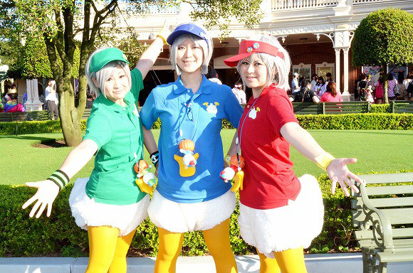 the-awesome-outfits-of-cosplayers-at-tokyo-disneyland20