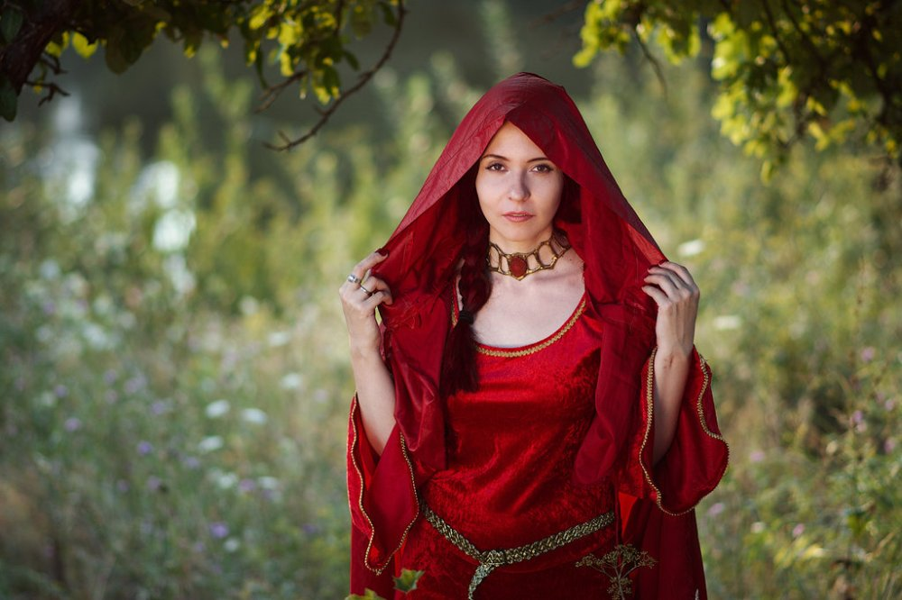 melisandre_cosplay__game_of_thrones__by_palewinterrose-d7z11mr